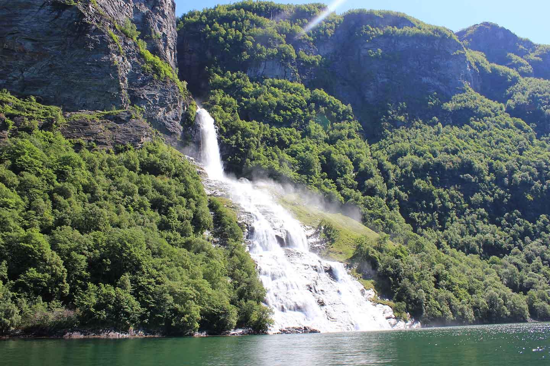 Geiranger-båttur: Kom tett innpå naturen og lokalhistoriene