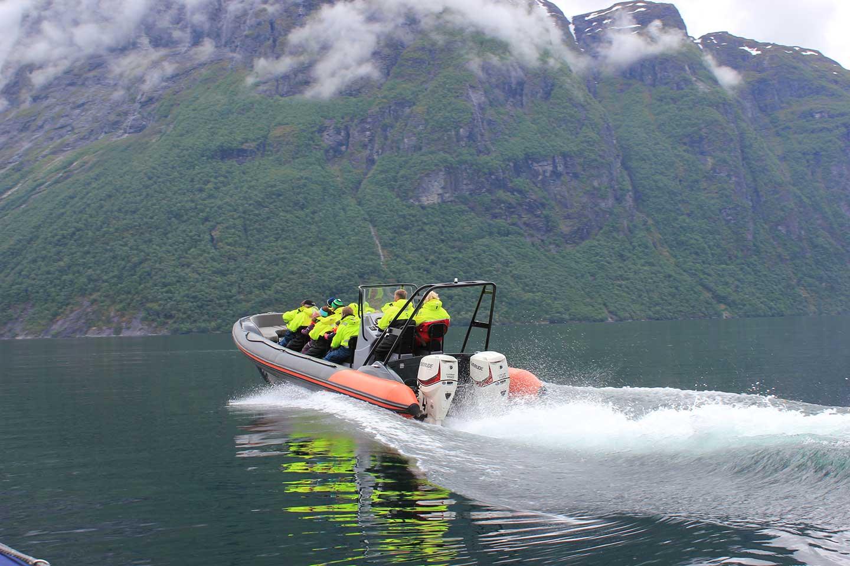 RIB-båt Geiranger: Nærmere naturen kommer du ikke